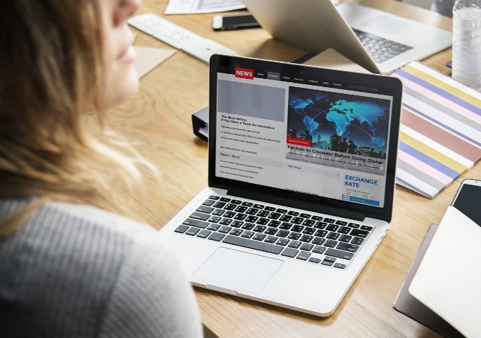 英語ニュースサイトやアプリでリスニング学習!おすすめをバイリンガルが紹介!